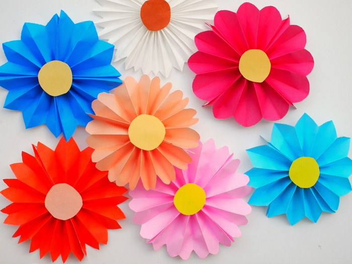 Easy Diy For Your Kids Accordion Paper Flowers Tickabout