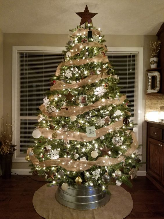 Country Christmas Tree Decoration.Cozy Rustic Christmas Tree Decor Ideas Tickabout